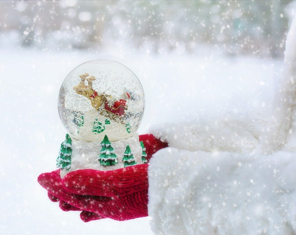 DIY Christmas Snow-globes